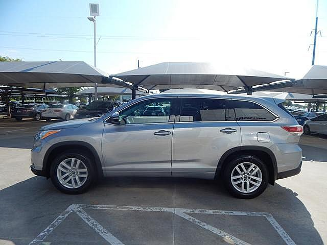 Certified Pre-Owned 2016 Toyota Highlander LE****AWD**CALL BH TOYOTA**405-936-8600**